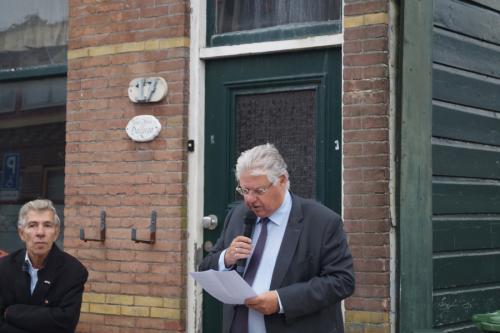 Burgemeester Vreeman spreekt de aanwezigen toe